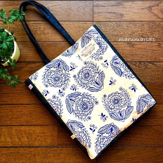 🍀 おはようございます✨ 今年もよろしくお願いします! ・ 久しぶりの作品は‥ 姉に頼まれてたバッグを作りました😊 お正月実家に集まった時に渡せました✨ 気に入ってもらえてひと安心です😌💕 ・ ・ #handmadebag #bag#handmade#ハンドメイド #ハンドメイドバッグ#手作り#手作りバッグ#布小物#ハンドメイド #布小物#プレゼント#ながさき #marumari