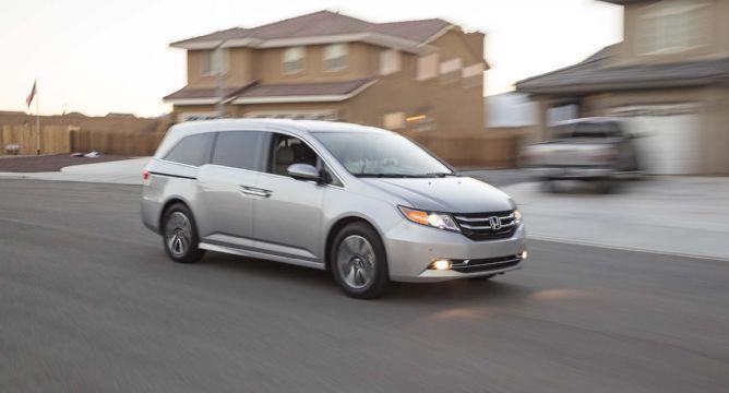 2014 Honda Odyssey Touring Elite Front Three Quarter In Motion 05