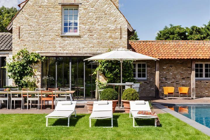 À vendre - Villa 4 chambre(s) à coucher  - surface habitable: 371 m2  - Magnifique propriété de campagne rénovée, sise sur un terrain de +/- 1.800 m², située à quelques pas de la place de l'Oosthoek et jouissant d'une vue   4 bain(s) -   4 façade(s) -