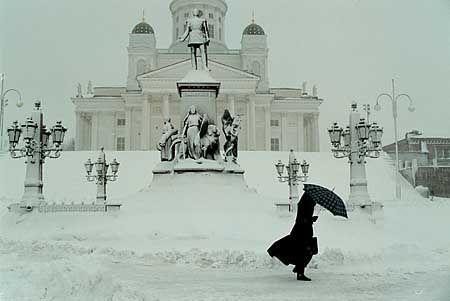 The Senate Square, Alexander II and a bitter wind. Winter in Helsinki!