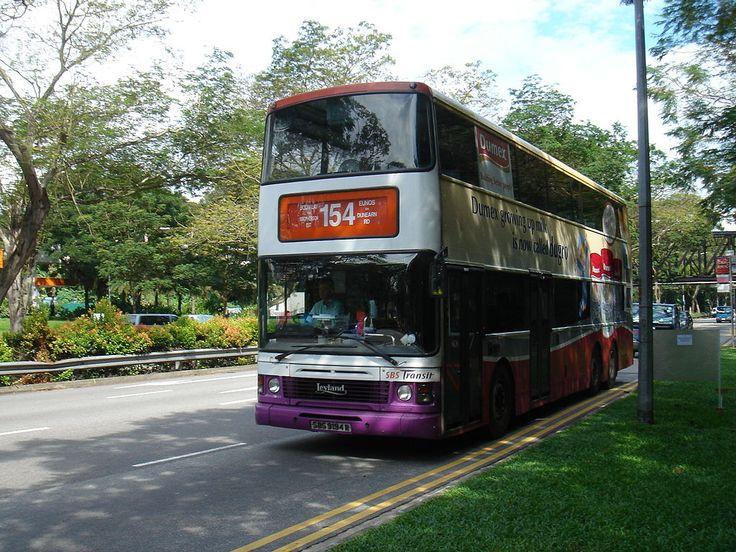 Leyland Olympian dubbeldekker bus van SBS Transit in Singapore. Het model was het laatste dat met het embleem Leyland werd gebouwd.