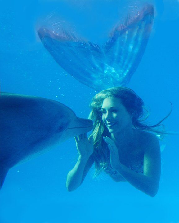 Real Life Mermaid Hannah Fraser. This Australian artist turned her passion for mermaids into a unique career.