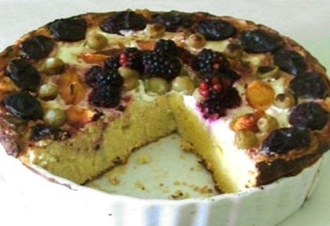 Gyümölcsös-túrós kölestorta recept képpel. Hozzávalók és az elkészítés részletes leírása. A gyümölcsös-túrós kölestorta elkészítési ideje: 80 perc