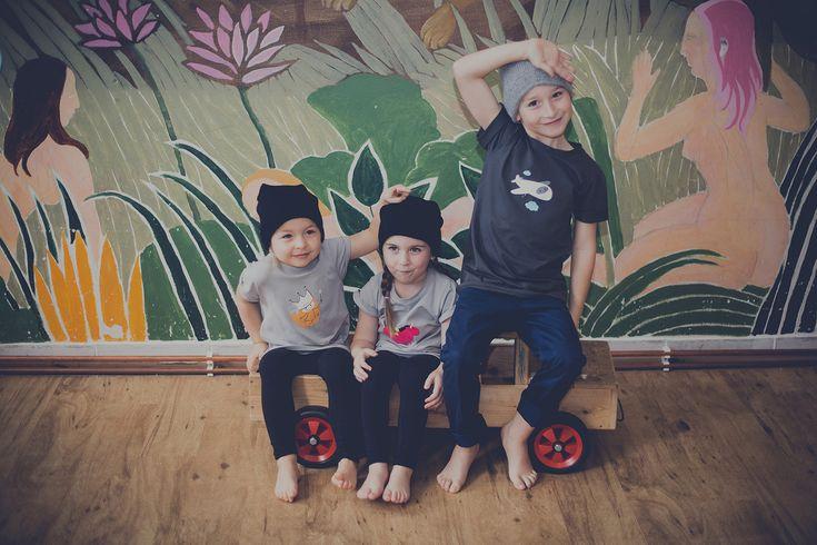 Malé princezny si zamilují triko jako šaty se skrytými kapsami po stranách. Peeskle nabízí oblečení pro děti s vlastními vychytanými střihy. Vše je vyráběno v Česku z vysoce kvalitních materiálů, které mají test nezávadnosti pro děti do 3 let. Pískací motivy se dají prát, jako jakékoliv jiné oblečení. 100% bavlna. 100% zábava.