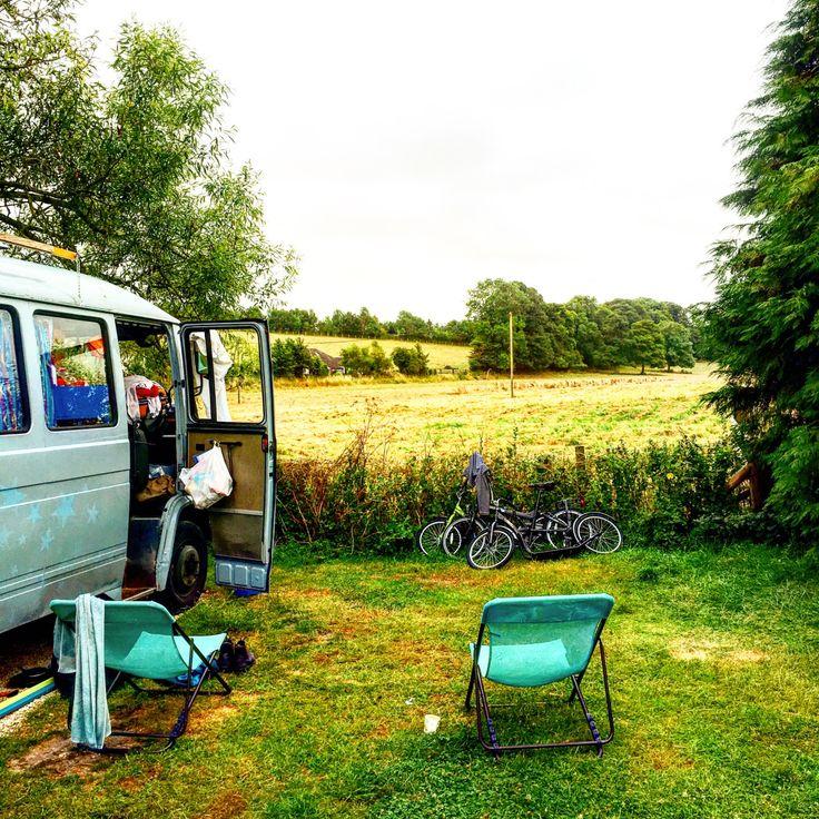 Stonehenge Touring Park , prima camping op 15 minuten rijden van Stonehenge.mini supermarkt / mini bibliotheek . Veel schaduwplekken en toffe Engelsen die me de cricket regels uitlegden