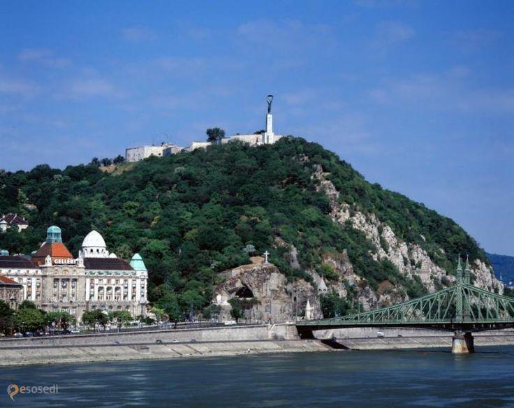 Геллерт – #Венгрия #Будапешт (#HU_BU) Высокий холм - правильный атрибут любого интересного европейского города, и Будапешта в том числе. http://ru.esosedi.org/HU/BU/1000220281/gellert/