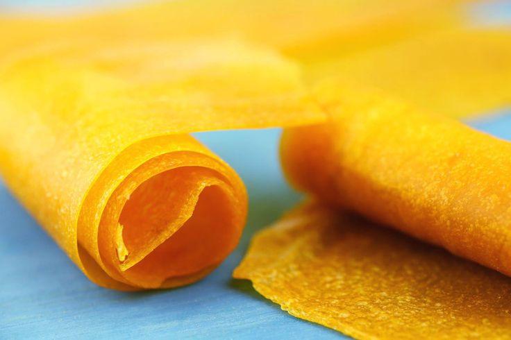 """Roll-Ups, auch """"Fruchtleder"""" genannt ist so ziemlich die gesündeste Nascherei, die man sich vorstellen kann. Aus purer Frucht, schonend gedörrt."""