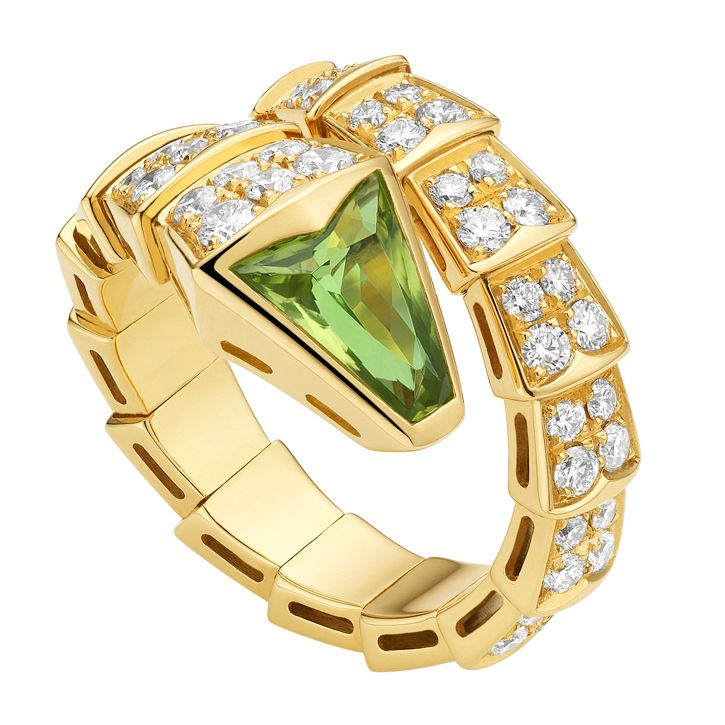 serpenti yellow gold one coil ring with peridot head and pavset diamond scales cts by bulgari