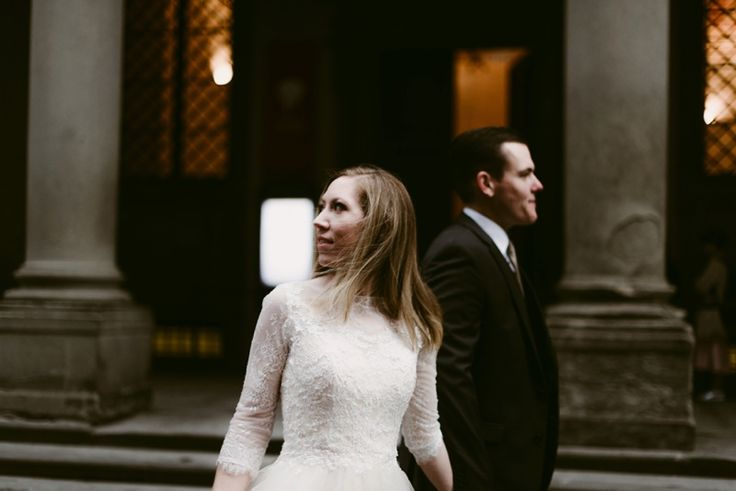 uffizi engagement - Florence elopement - intimate wedding in tuscany - poetic and cinematic wedding photography in italy
