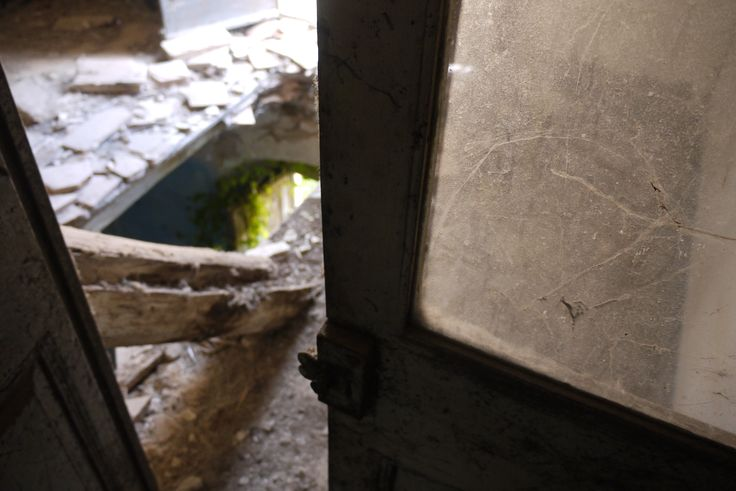 abandoned, door. Photo by David Juárez Ollé Catalonia
