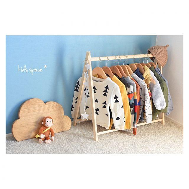 女性で、2LDKの壁/天井/子供服収納/子供と暮らす。/ハンガーラック/子供がいる暮らし/キッズスペース (リビング)…などについてのインテリア実例を紹介。「子供服収納✩︎」(この写真は 2016-11-02 12:11:08 に共有されました)