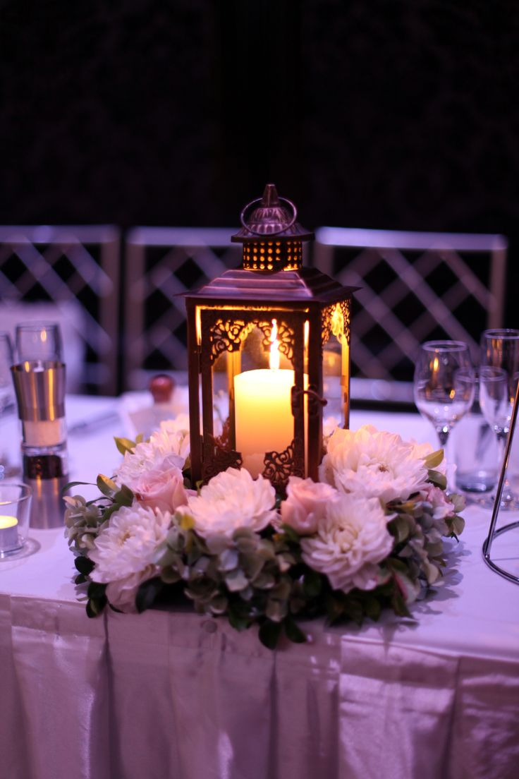 Beautiful lit up Lantern as a centrepiece will definitely dazzle your wedding theme and your guests