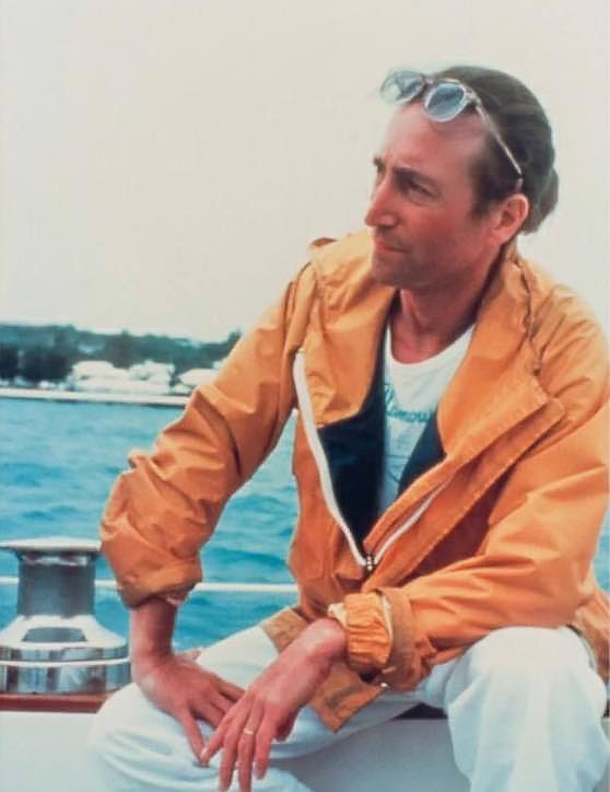 The Beatles Polska: John Lennon kupuje jacht i uczy się żeglować.