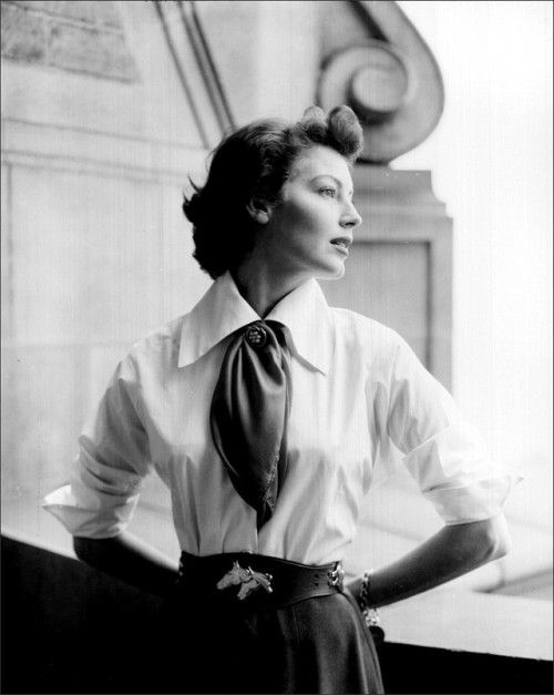Ava Gardner looks especially elegant. #vintage #1940s #1950s #fashion