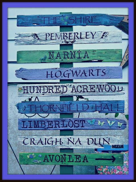 Destinations imaginaires : Pemberley (Orgueil  Préjugés - Austen), Hogwarts (Harry Potter), Craigh Na Dun (Outlander - Diana Gabaldon), Narnia (Clive Staples Lewis), The Shire (Comté - Tolkien), Hundred Acrewood (Winnie-the-Pooh), Thornfield Hall (Jane Eyre - Charlotte Brontë), Limberlost (Gene Stratton-Porter), Avonlea (Lucy Maud Montgomery ), etc.