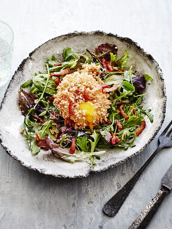 This recipe for spring salad with panko eggs is a little effort but is a really versatile dish. Try it as a starter, brunch or lighter lunch