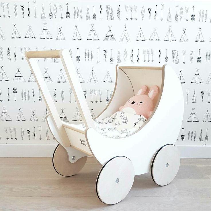 Babykamer #fermliving #nativebehang #oohnoopoppenwagen