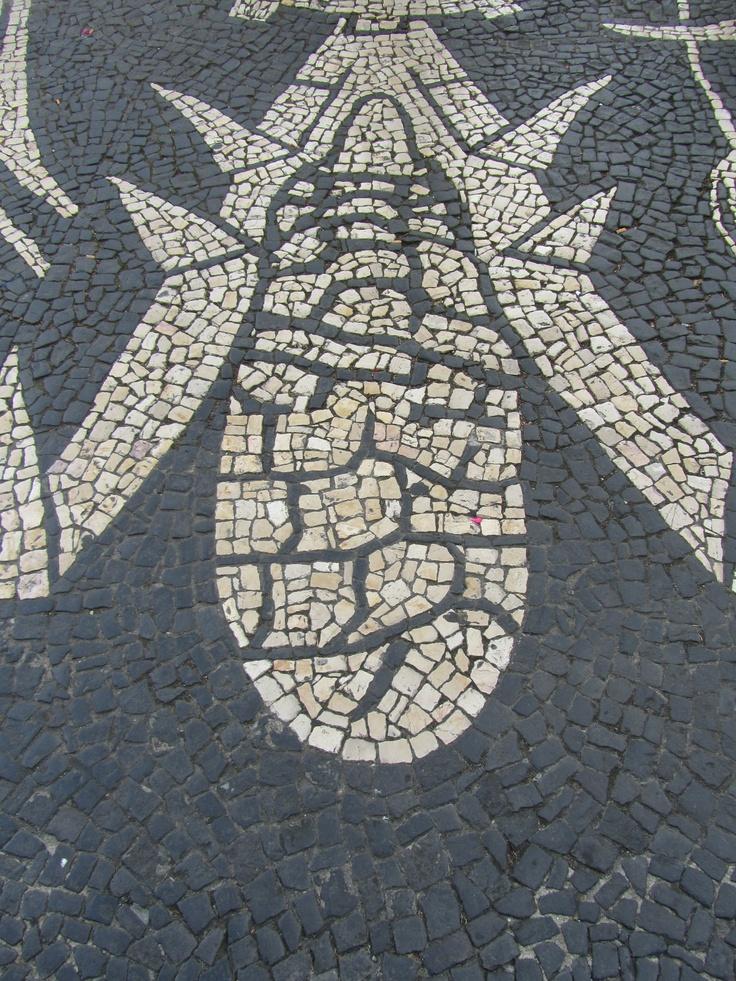 Calçada Portuguesa em Ponta Delgada, São Miguel - JL