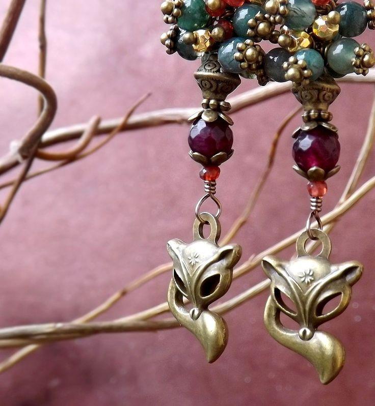 Boucles renards pierres de grenat, agate mousse, pyrite dorée, onyx vert, jade. ᘛ Elémentaux du petit peuple ᘚ : Boucles d'oreille par terre-des-legendes