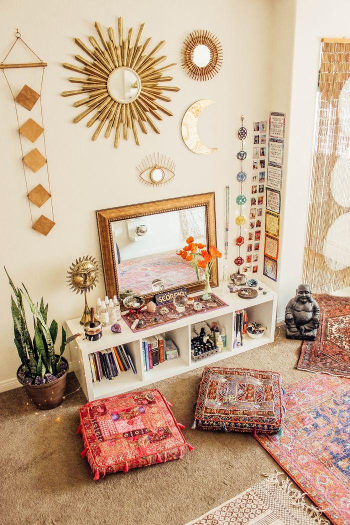 Cube shelves and floor cushions Coin de méditation, Déco