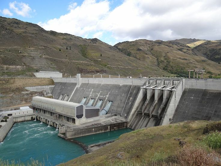 The Clyde Dam - a major source of electricity in NZ - only a couple of minutes from the start of the trail.