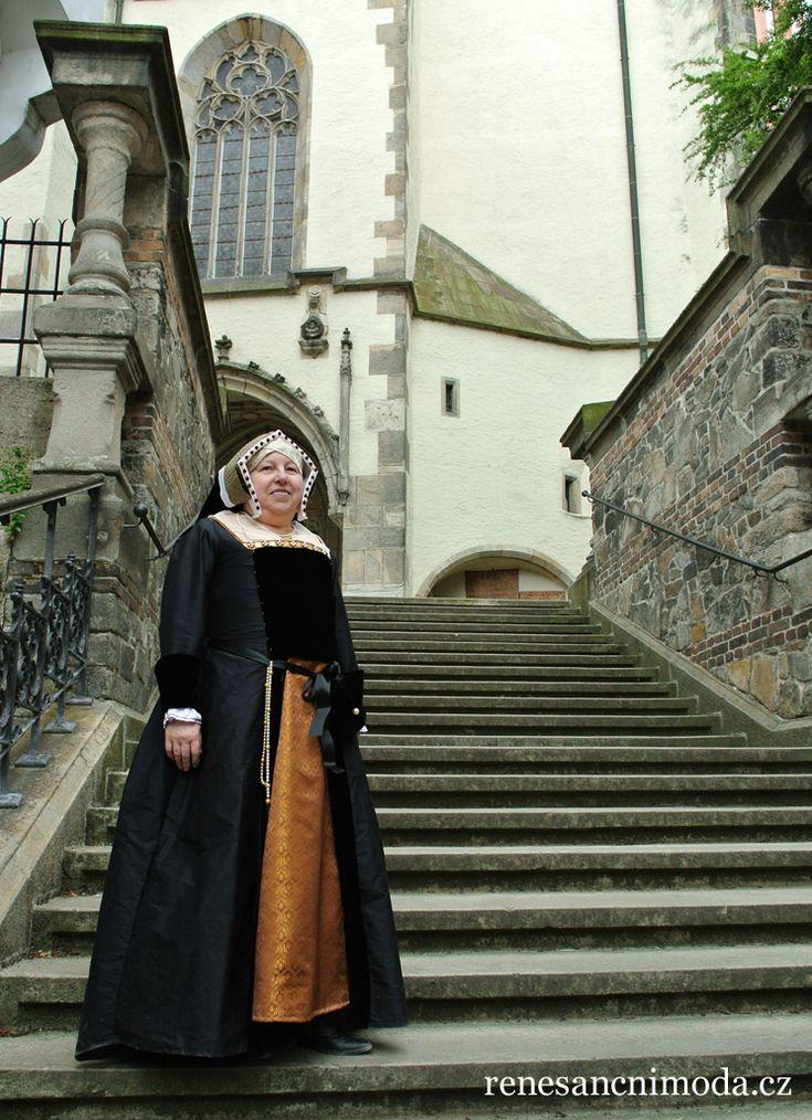 Henrician English fashion gown with gable hood. Completely hand-sewn by Bára Vojáčková