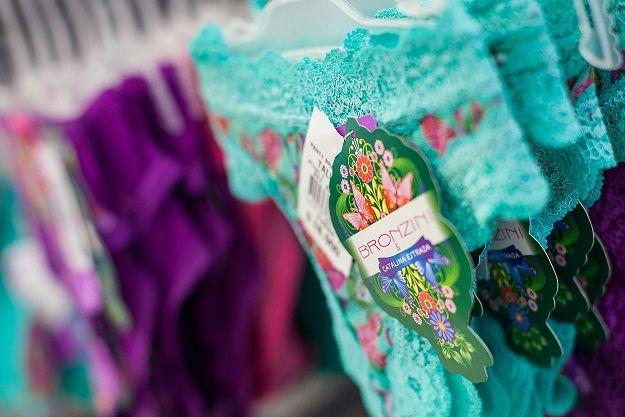 Panties cómodos que se acomodan a tu cuerpo #Bronzini y @Catalina Estrada #VivoLaModa
