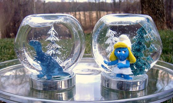 How cute would these Personalized Snow Globes be for your kids? I'm thinking Lego people and plastic dinosaurs for mine.