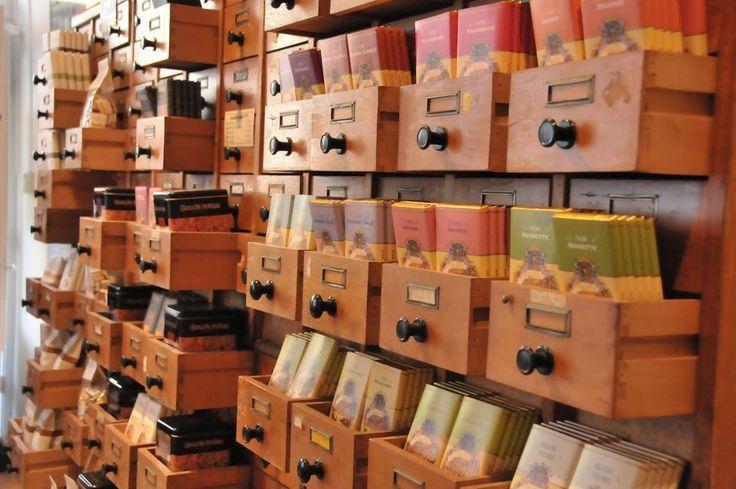 Het Hanze Huis heeft de oude handelstraditie nieuw leven ingeblazen en  en verkoopt kwaliteitsproducten die vanaf het jaar 1800 of eerder volgens de traditionele receptuur worden vervaardigd en verhandeld. Zoals: koffie, thee, marsepein, chocolade, confituren, zoetwaren, wijn, honing,  vis, nougat en vanille.