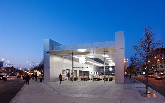 Apple Store, Chicago, USA.