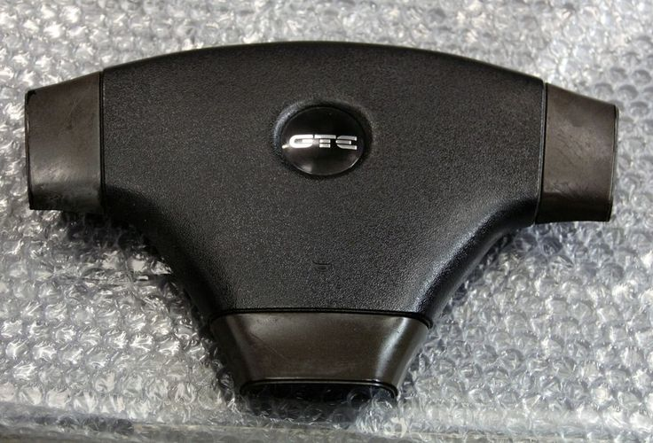GENUINE ASTRA GTE MK2 CENTRE OF STEERING WHEEL HORN