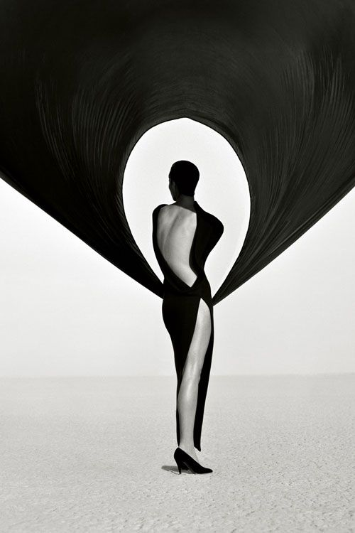 Versace Dress, Back View, El Mirage, 1990, Herb Ritts, gelatin silver print. Gift of the Herb Ritts Foundation. © Herb Ritts Foundation.