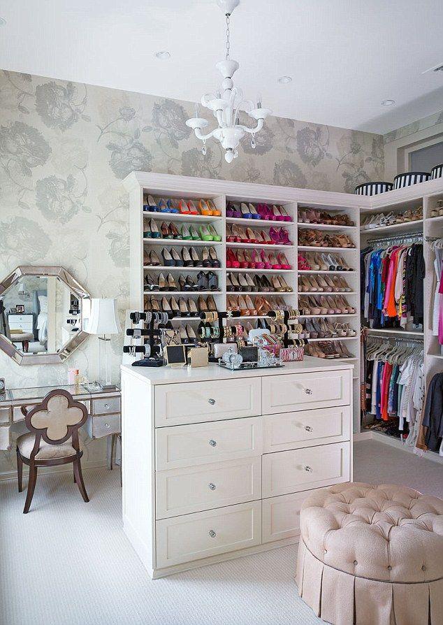 Organized: Bethenny Frankel's spacious closet.... Definitely my idea of a walk-in closet! ☺