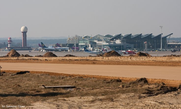 Remont drogi startowej na kierunku 29; fot. Sebastian Elijasz / Port Lotniczy Gdańsk / #airportgdansk #airport #gdansk