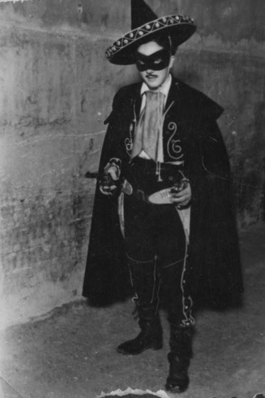 Un fan disfrazado de 'El Coyote' en 1948