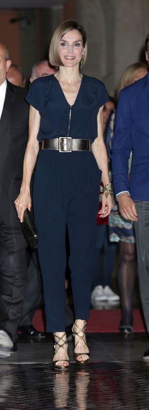 Letizia volvió a impactar a su llegada a la Real Casa de Correors de Madrid para la entrega de los Premios Barco de Vapor y Gran Angular.