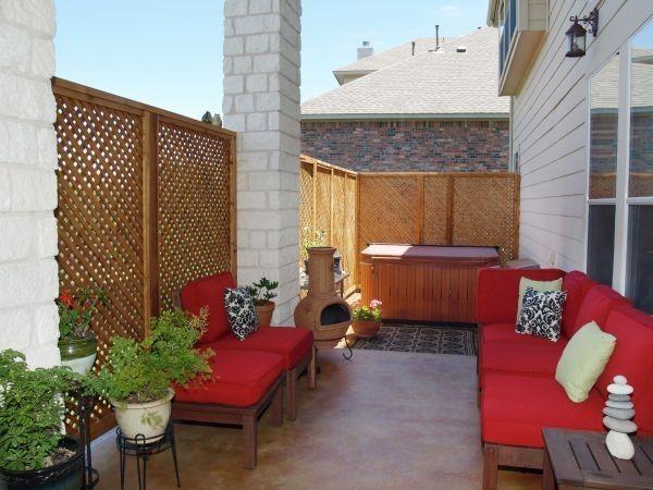 red sofas!Decks Decor