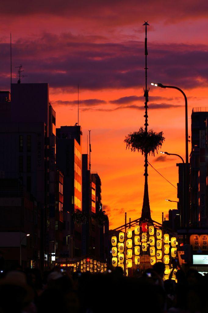 祇園祭の夕暮れ