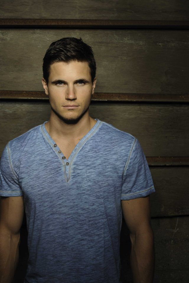 Robbie Amell - Stephen Jameson on The Tomorrow People is the most beautiful man!!!!