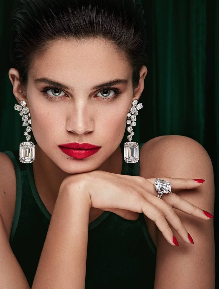 Sara Sampaio is the new face of Graff Diamonds. The luxury jeweler enlists the Portuguese model for its 'Green Lady' campaign. In front of the lens of Patrick Demarchelier, Sara shines wearing a pair of 50 carat emerald cut diamond earrings as well as a 35 carat emerald cut D Flawless diamond ring. The brunette wears