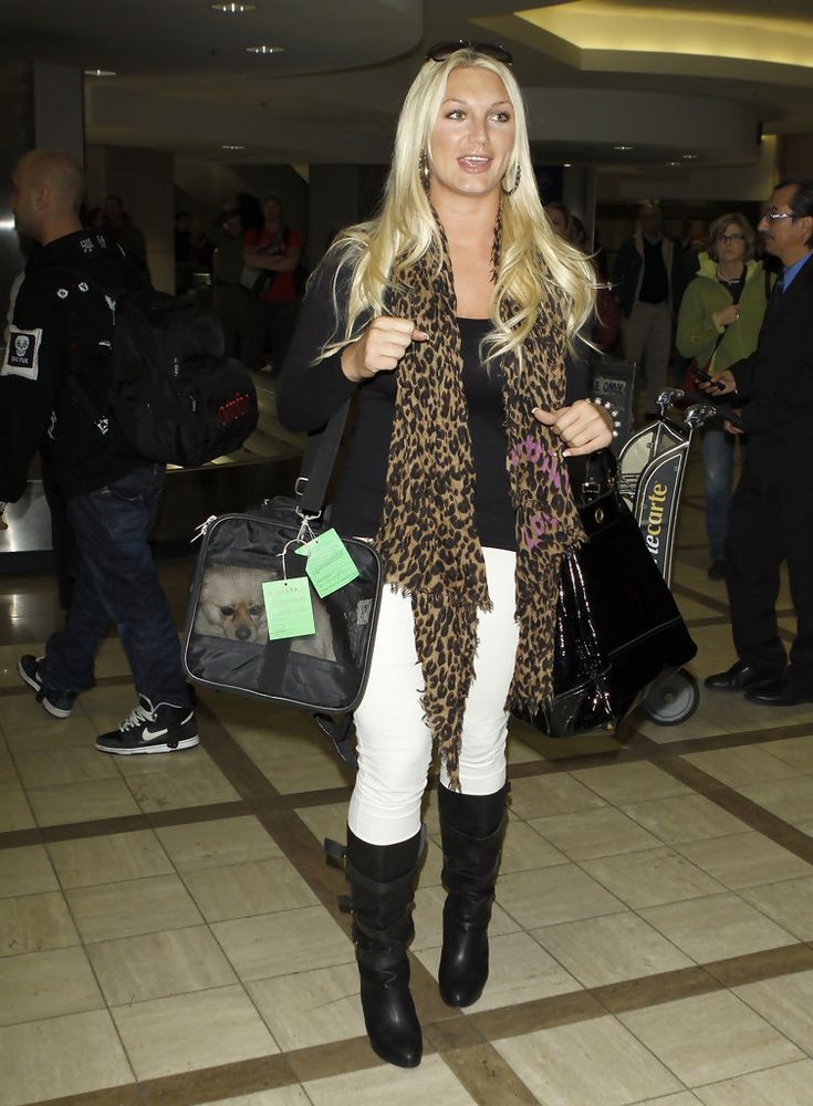 Knee High Boots Lookbook: Brooke Hogan wearing Knee High Boots (22 of 28). Brooke Hogan strolled through LAX in a pair of slouchy leather boots. She donned the black boots with white skinny jeans and an on trend leopard print scarf.