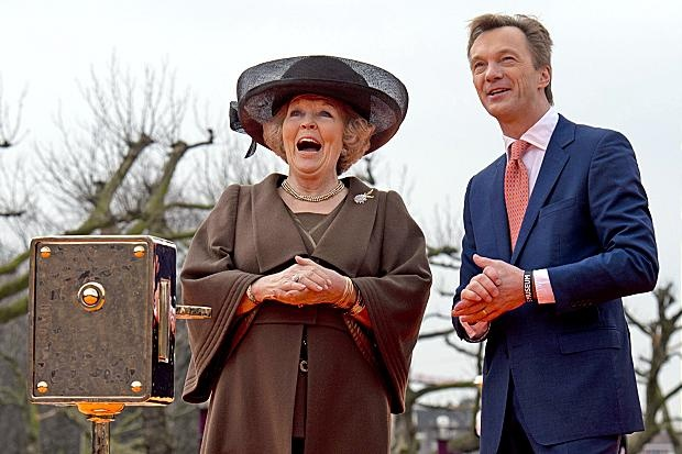 Rijksmuseum reopens with fanfare and fireworks, one of Queen Beatrix last official events.
