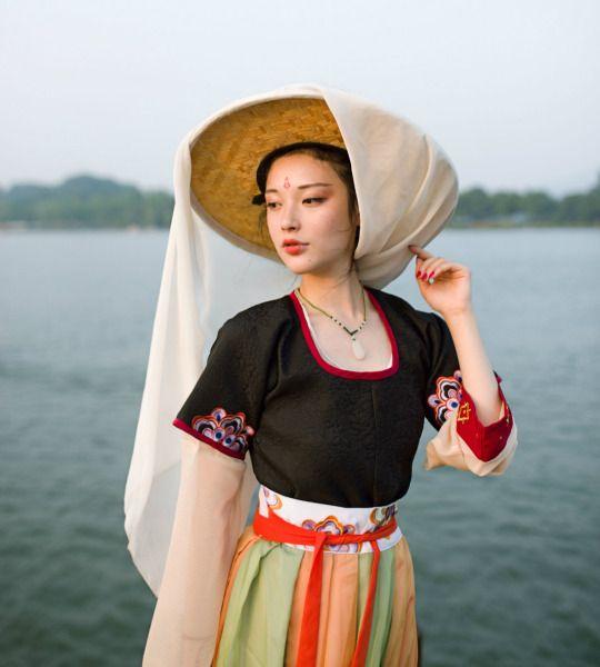 长安月changan-moon Traditional Chinese hanfu   Tang dynasty fashion   Clothes by 宴山亭汉服.