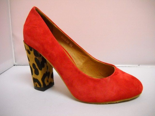 Available in Black/Leopard, Red/Leopard and Green/Leopard.  Sizes range 36-41.