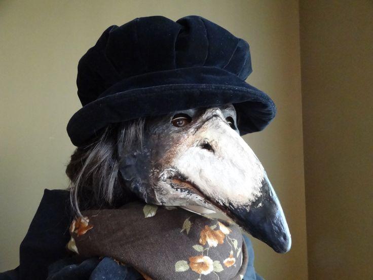Pest Doctor masker, masker van papier mache kraai masker, raven masker, vogel masker, vogel kostuum, maskerade masker, maskerade mannen, Halloween masker door MiesmesaBerni op Etsy https://www.etsy.com/nl/listing/498992709/pest-doctor-masker-masker-van-papier
