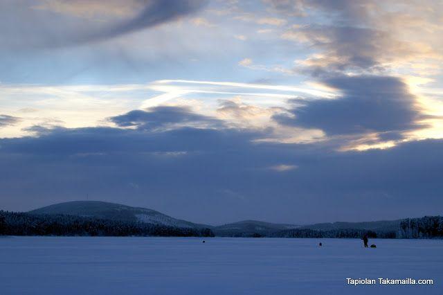 January 2013  Tunturit järven takana