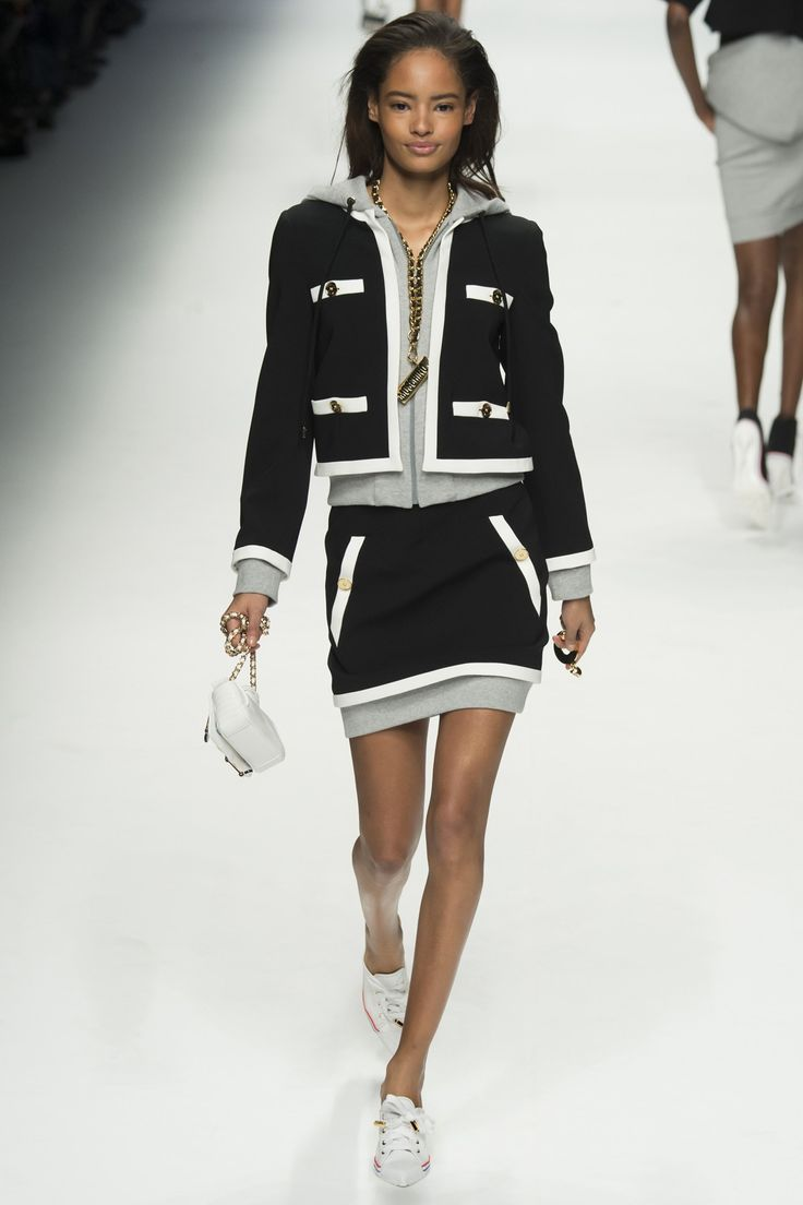 See the Moschino autumn/winter 2015 show