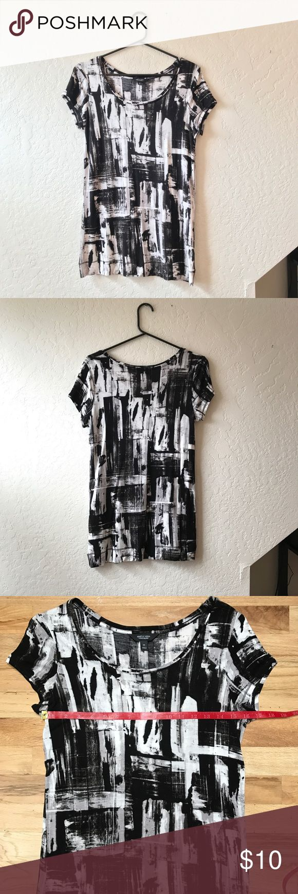 Vera Wang Black and White Tee Simply Vera Wang black and white abstract tee. Excellent used condition. 100% rayon makes for a comfy, flattering fit with some stretch. Measurements as pictured. Vera Wang Tops Tees - Short Sleeve