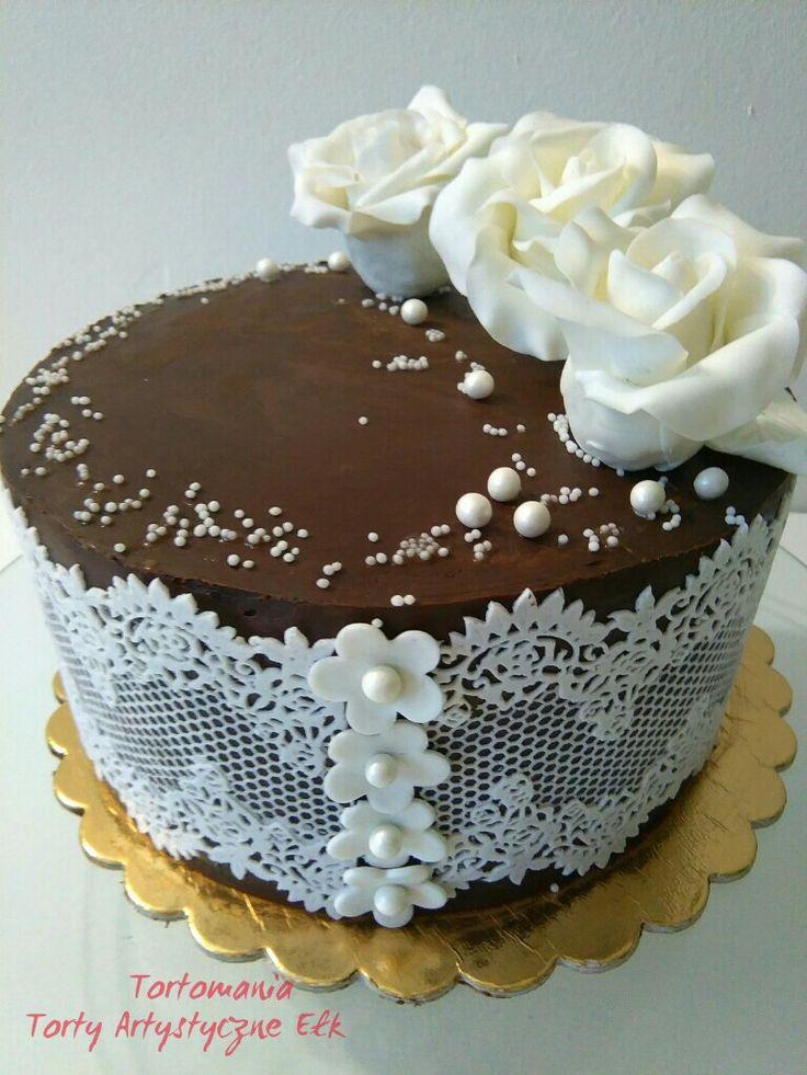 Tort imieninowy ,ganache, kwiaty cukrowe róże, koronka