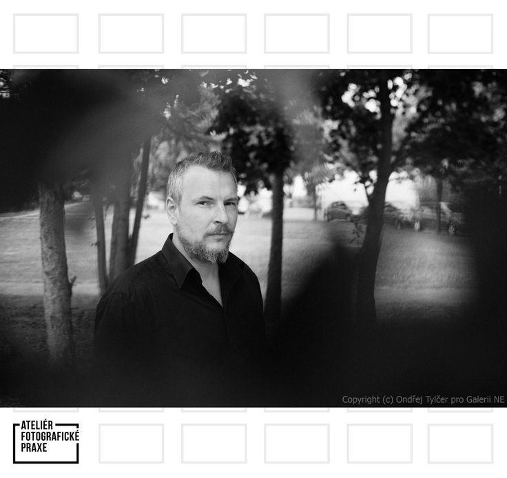 Rozhovor s Tomášem Beranem vám představí jeho tvorbu, která je plná světla a odrazů a také příjemné atmosféry! http://afop.cz/blog/osobnost/desatero-pro-tomase-berana-fotograf-by-mel-byt-lidsky-a-empaticky/ #osobnost #fotografovani #fotoaparát #workshop #fotografie #fotokurz #reklama #produkt